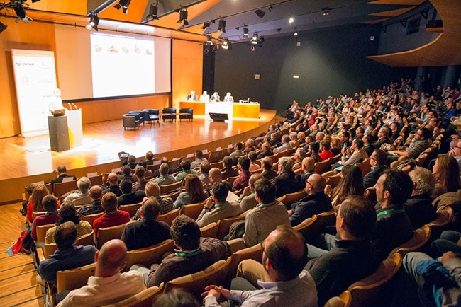 El Congreso de Fruta de Hueso reúne a más de 600 profesionales en el Víctor Villegas